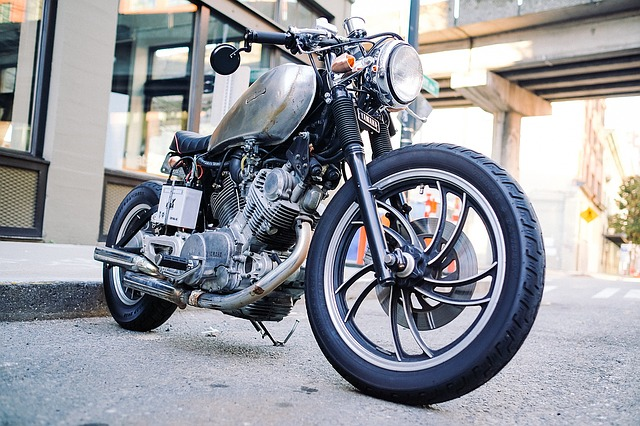 motorcycle-1149389_640